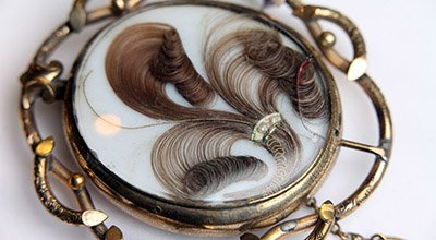 Mourning Jewelry with Human Hair from the Grand Period (1861-1880) - Picture by Tim Cuff