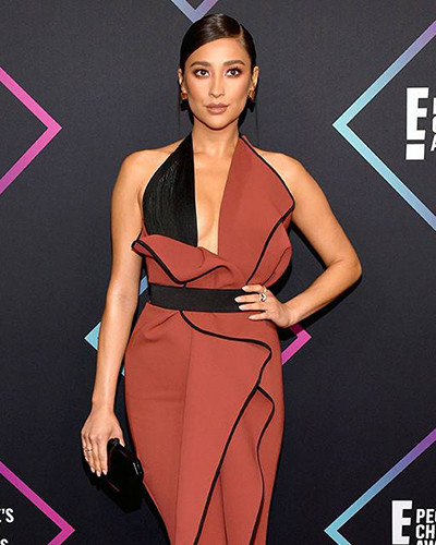 """""""Pretty Little Liars"""" actress Shay Mitchell wore a stack of Le Vian rings to the E! People's Choice Awards in November 2018."""