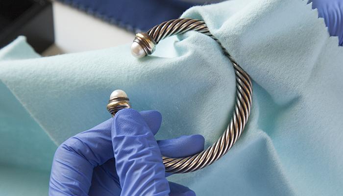 Polishing tarnished silver jewelry