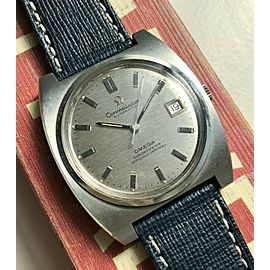 Vintage Omega Constellation Automatic Linen Textured Dial Cushion Case Watch