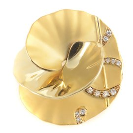 Carrera y Carrera Danza 18K Yellow Gold Diamond Flower Brooch