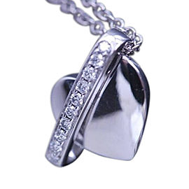 Piaget 750 White Gold Swing Heart Diamond Pendant Necklace