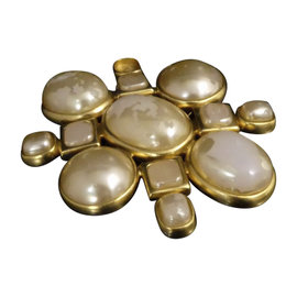 Chanel Gold-Tone Metal Fake Pearls Vintage Pin Brooch
