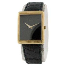 Piaget Classique Mid-Size Black Onyx Dial & 18K Yellow Gold Unisex Watch