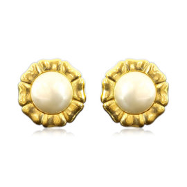 Chanel Gold Tone Hardware Round-Type Fake Pearl Vintage Earrings