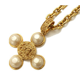 Chanel Gold Tone Hardware and Faux Pearl Pendant Necklace