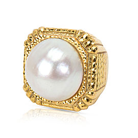David Webb Mabe Pearl Square Hammered Gold Ring in 18K Yellow Gold