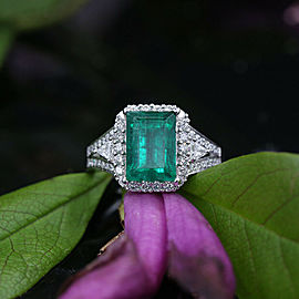 18k White Gold Emerald Ring with 0.80ct. in Diamonds Active