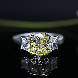 Platinum & Yellow Gold Engagement ring with 4.01ct. Diamonds
