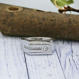 14k White Gold Mens ring features approximately 0.75ct of graduated Round DIAs