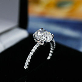 Amazing 18k White Gold Engagement Ring with 1.30ct. Total Diamond Weight