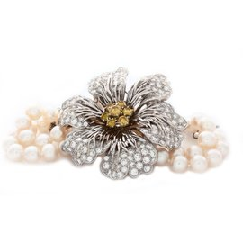 Hammerman Brothers 18K White Gold Yellow and White Diamonds Flower on the Pearl Bracelet