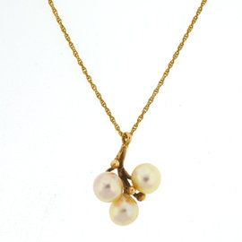 14k Yellow Gold Three Pearl Pendant Necklace