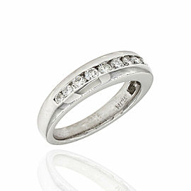 Single Row Diamond Ring in Platinum