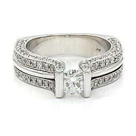 Round Diamond Engagement ring in Gold