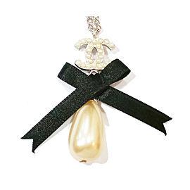 Chanel CC Silver Tone Black Ribbon Simulated Glass Pearl Dangle Pendant Necklace