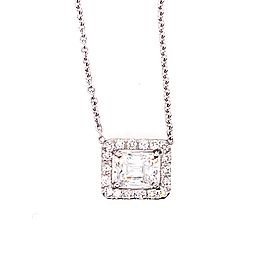 Pretty 18k White Gold Diamond Pendant Necklace