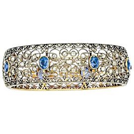 18 kt., 2 pear-shaped sapphires ap. 3.75 cts., 86 round diamonds ap. 2.45 cts., ap. 8.2 dwts. Sapphires: deep vivid royal blue, good color concentration, slightly included, whitish cloud slightly visible in one stone, several minor nicks on table and fac