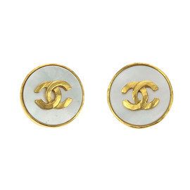 Chanel 95A Gold CC Logo Pearlized Clip On Earrings