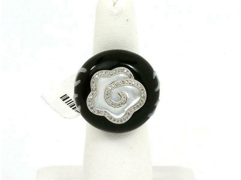 New Diamond Onyx & Mother of Pearl 18k White Gold Fancy Floral Ring