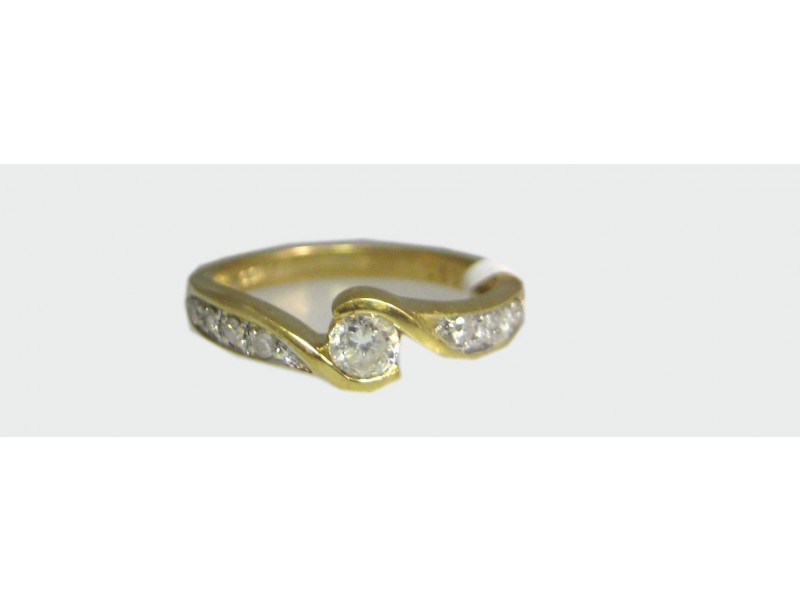 18K YELLOW GOLD 9 DIAMONDS LADIES RING SIZE 6.75