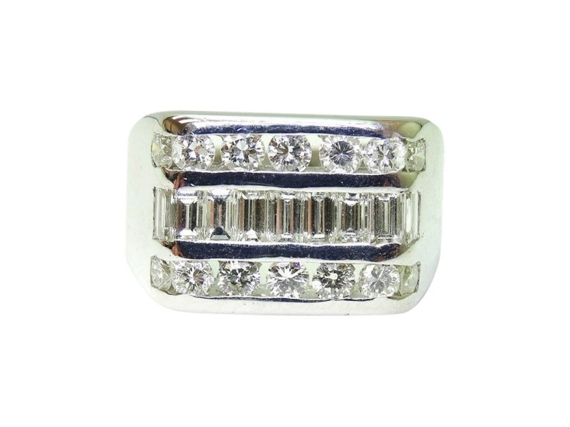 14K White Gold Round Baguette Cut Diamond Ring