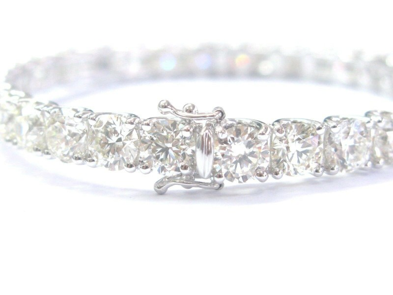 Natural Round Diamond Prong Set Solid White Gold Bangle 18Kt 32-Stones 22.93Ct