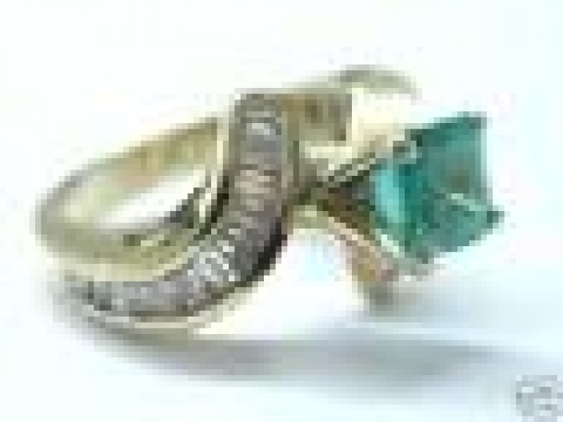 Fine 14KT Gem Colombian Emerald Diamond Solitaire with Accents Ring 2.71Ct