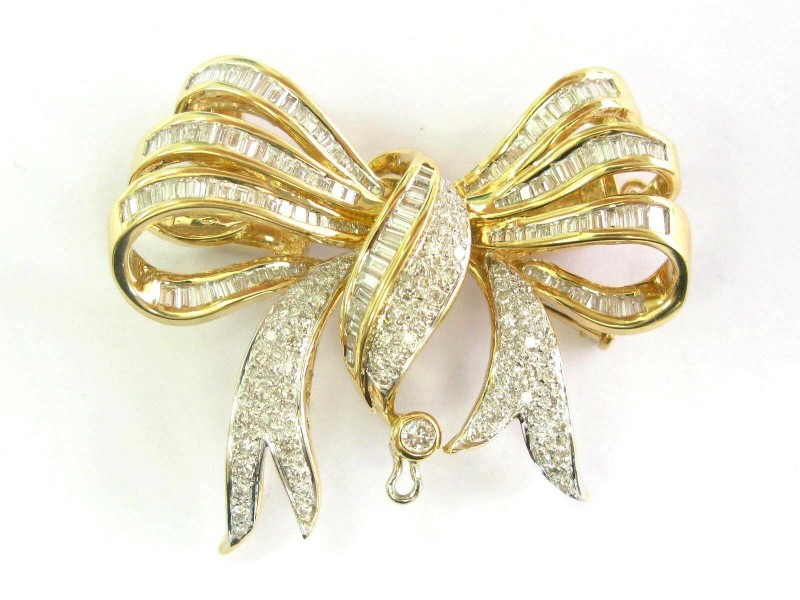 18Kt Natural Baguette & Round Diamond Yellow Gold Pin Brooch 3.00Ct F-VS1