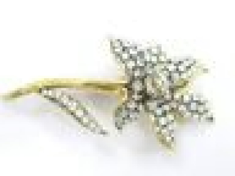 Vintage Flower Old European Diamond Brooch Solid Yellow Gold 18KT 3.50Ct F-VS1