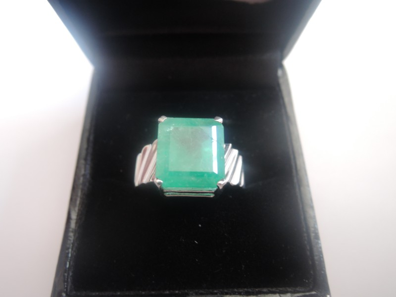14K White Gold with 5.5ct Emerald Ring Size 7