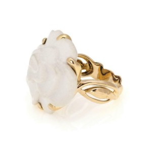 Chanel Camellia Carved White Agate Flower 18k Yellow Gold Ring Size 7.75