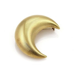 18k Yellow Gold Grooved Design Large Puffed Half Moon Brooch Pin