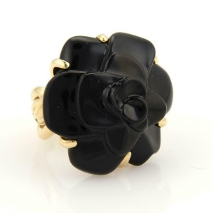 Chanel Camellia Carved Onyx Flower 18k Yellow Gold Ring Size 6