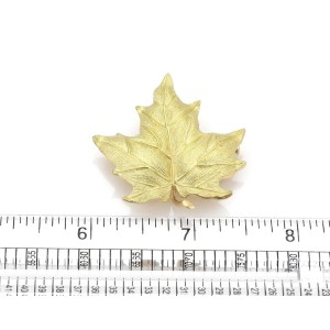 Tiffany & Co. 18k Yellow Gold Large Maple Leaf Brooch Pin
