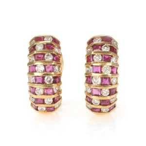 Beautiful 3.54ct Diamond & Ruby 18k Yellow Gold Curved Huggie Earrings
