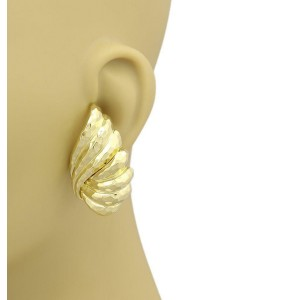 Henry Dunay 18k Yellow Gold Hand Hammered Shell Design Clip On Earrings