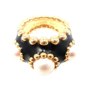 Chanel 18K Yellow Gold Black Enamel Pearl Ring