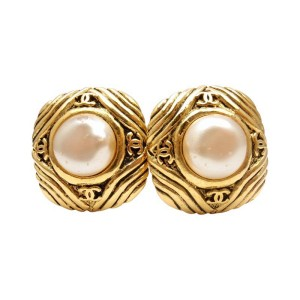 Vintage Chanel French Couture Gold Tone Costume Simulated Glass Pearl Clip On Earrings