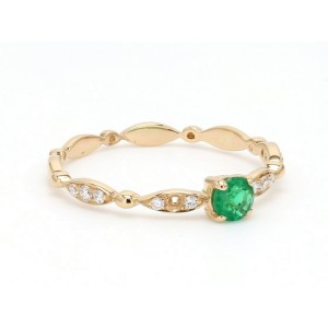 18K Yellow Gold with 0.17ct. Emerald and 0.09ct. Diamond Ring Size 6.5