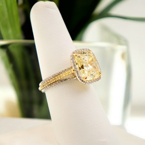 Le Vian Fancy Yellow Cushion Diamond 5.63 tcw Halo Engagemnt Ring Plat 18kt YG