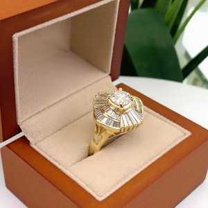 3.18tcw Round and Baguette Diamond Ballerina Ring in 14kt Yellow Gold