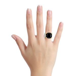 Onyx and Diamond Statement Ring in 18k Yellow Gold ( .25 ct tw )