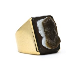 Roman Warrior and Woman Hard Stone Cameo Ring in 18k Yellow Gold
