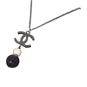 Chanel Metal And Simulated Glass Pearl Necklace