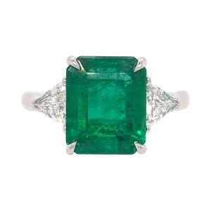 18k White Gold Emerald and 2 Trillion Diamond Ring