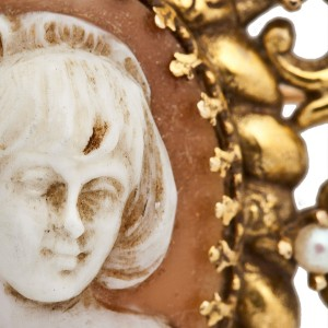 18K YELLOW GOLD VINTAGE CAMEO BROOCH