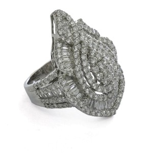 Diamond Cluster Statement Ring in 18k White Gold ( 4.00 ct tw ) Signed