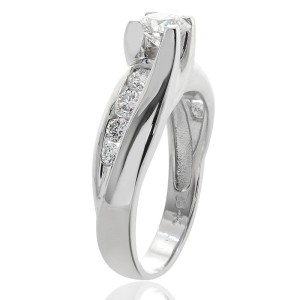 18K White Gold Round Cut Diamond Engagement Ring