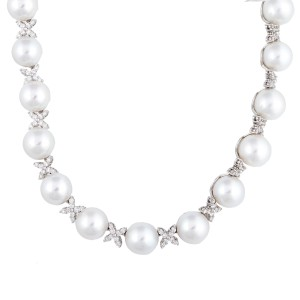 18k White Gold Diamond And Culured Pearls Necklace